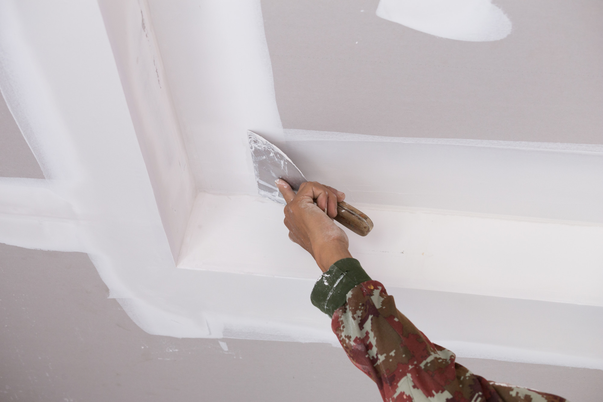 10 Tips for Hiring the Best Drywall Repairman for Your Home's Needs